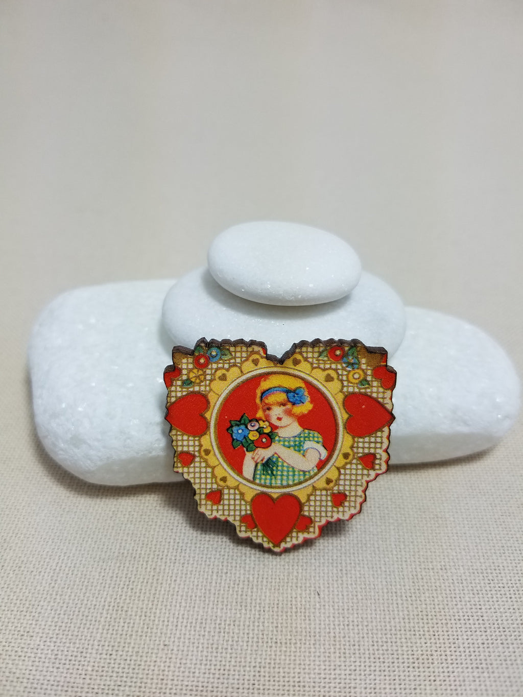 ~ Needleminder ~ Vintage heart girl with bouquet