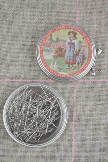 "Metal Tins with Dressmaker's Pins No. 4 - 1 1/8"" ~ SAJOU"