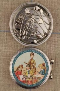 Metal Tins with 16 Safety Pins ~ SAJOU