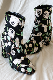 Blooming Boots Black - Shellsea