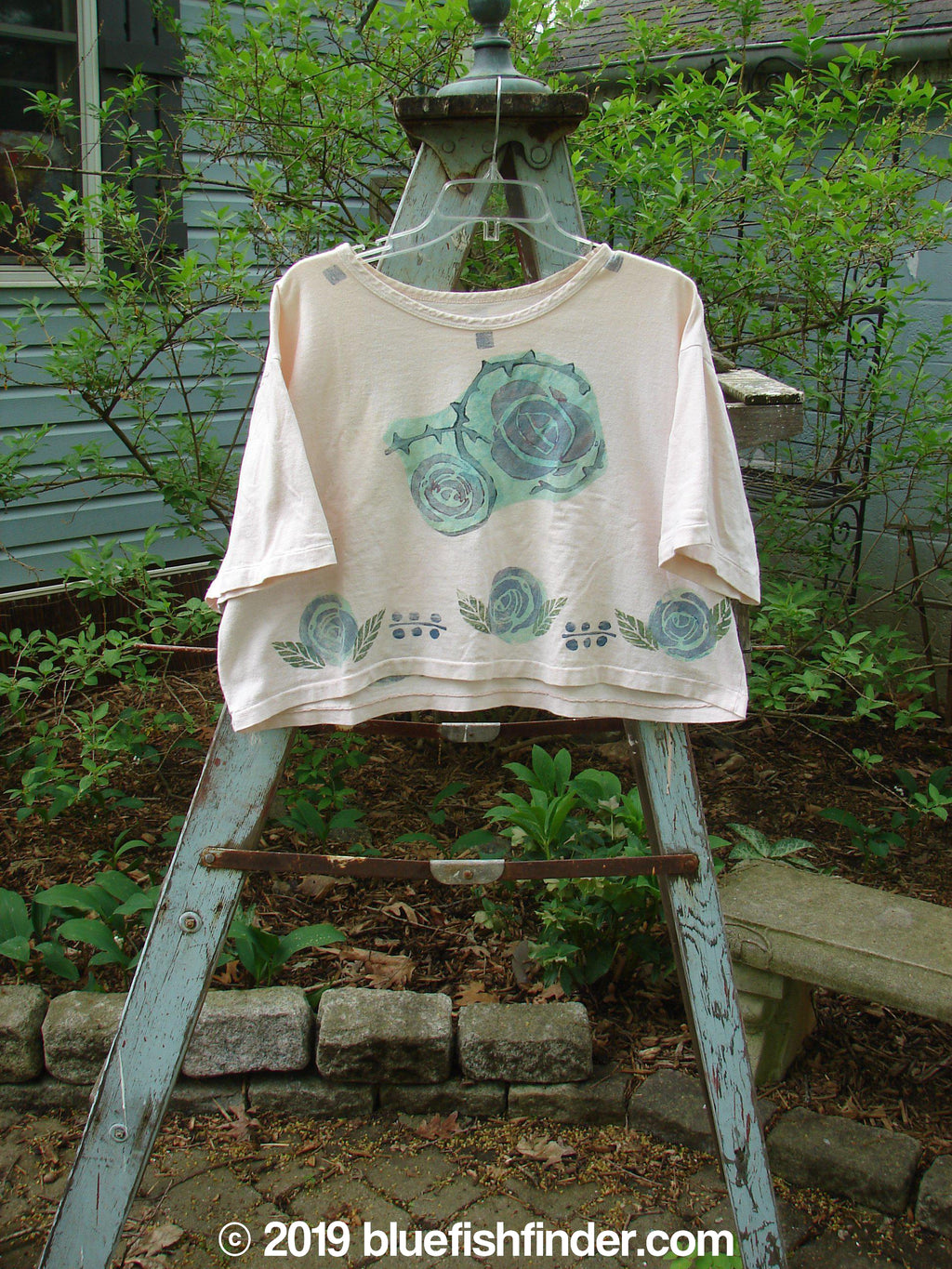 Vintage Blue Fish Clothing 1991 Short Sleeved Crop T Roses Crème OSFA- Bluefishfinder.com