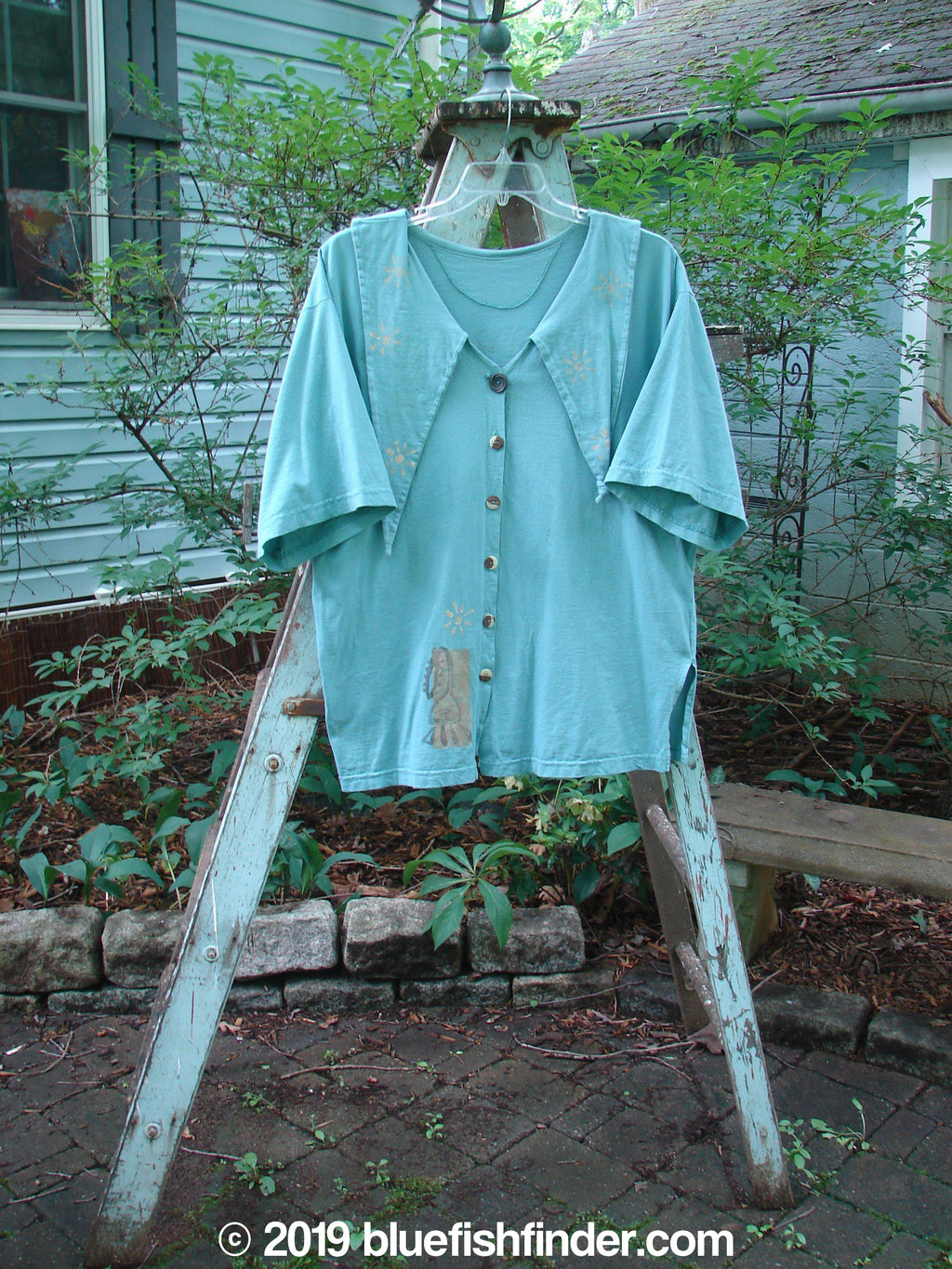 Vintage Blue Fish Clothing 1994 Compass Top Sun Music Dusk Size 2- Bluefishfinder.com