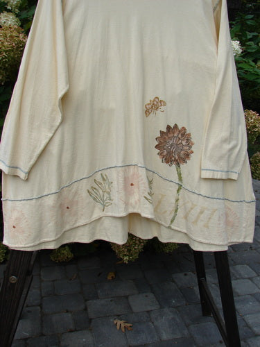 This Button Tier Top is from the Summer Collection of 1990 in Clover in Perfect One Size Fits All Condition made from 100% Cotton.