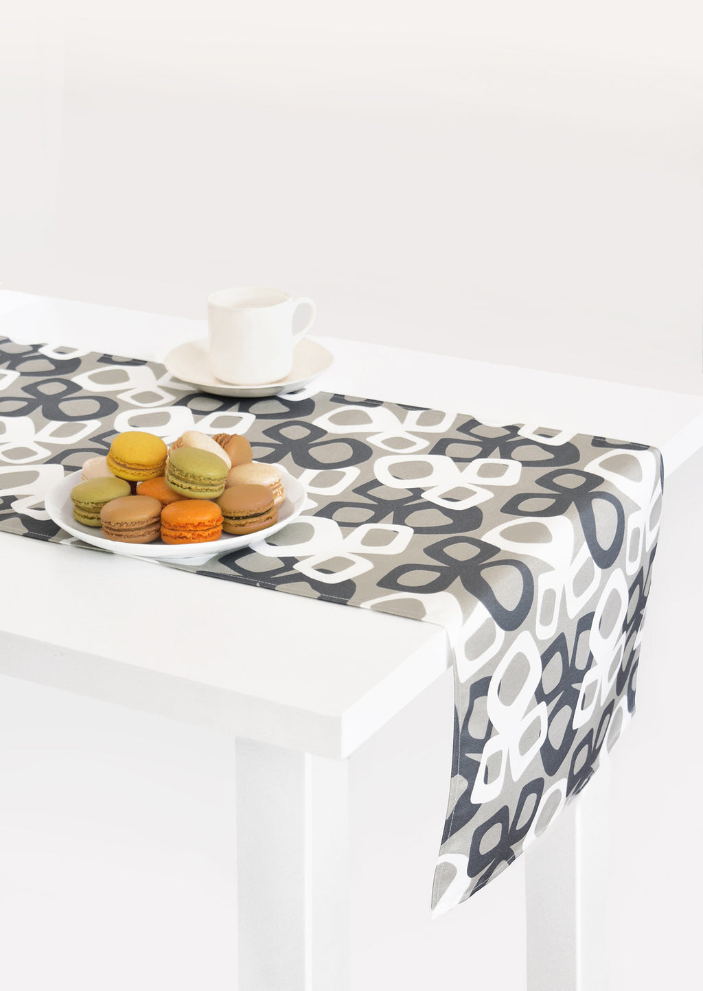 Bow Linen Cotton Table Runner (14x90) – Ink