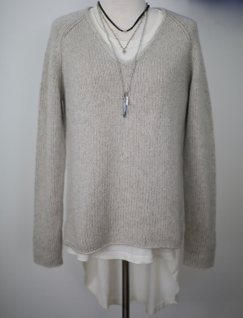 New Scotland Bicolor V-Neck Cashmere Sweater