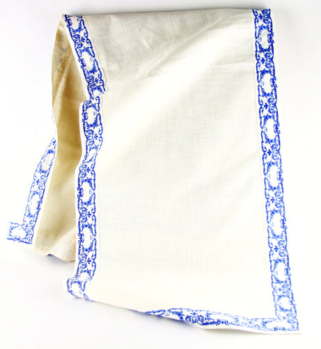 Royal Family. Table Runner - Provenza Blu. 100% cotton linen. 45cm x 150cm.