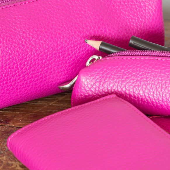 Giemme Box - handmade leather cosmetics bag - fuschia pink