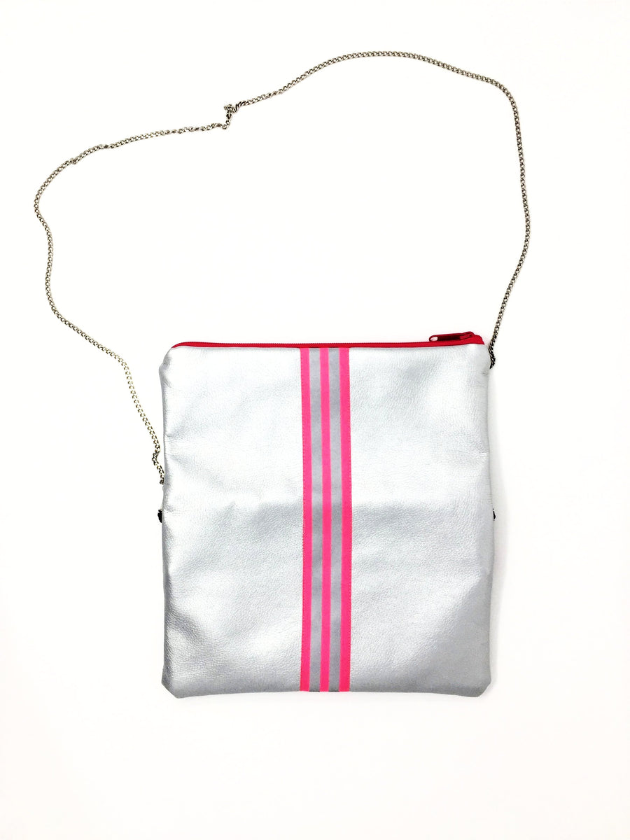 fil@home handbag with chain and flapover - silver with pink contrast stripes