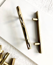 "NIKA series 7"" cast bronze handle, bright bronze."
