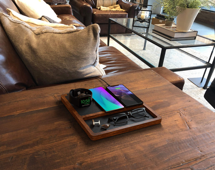 NYTSTND TRIO TRAY Black leather top, oak wood base, lifestyle picture, on the desk