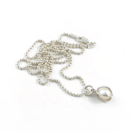 Amelia pearl necklace