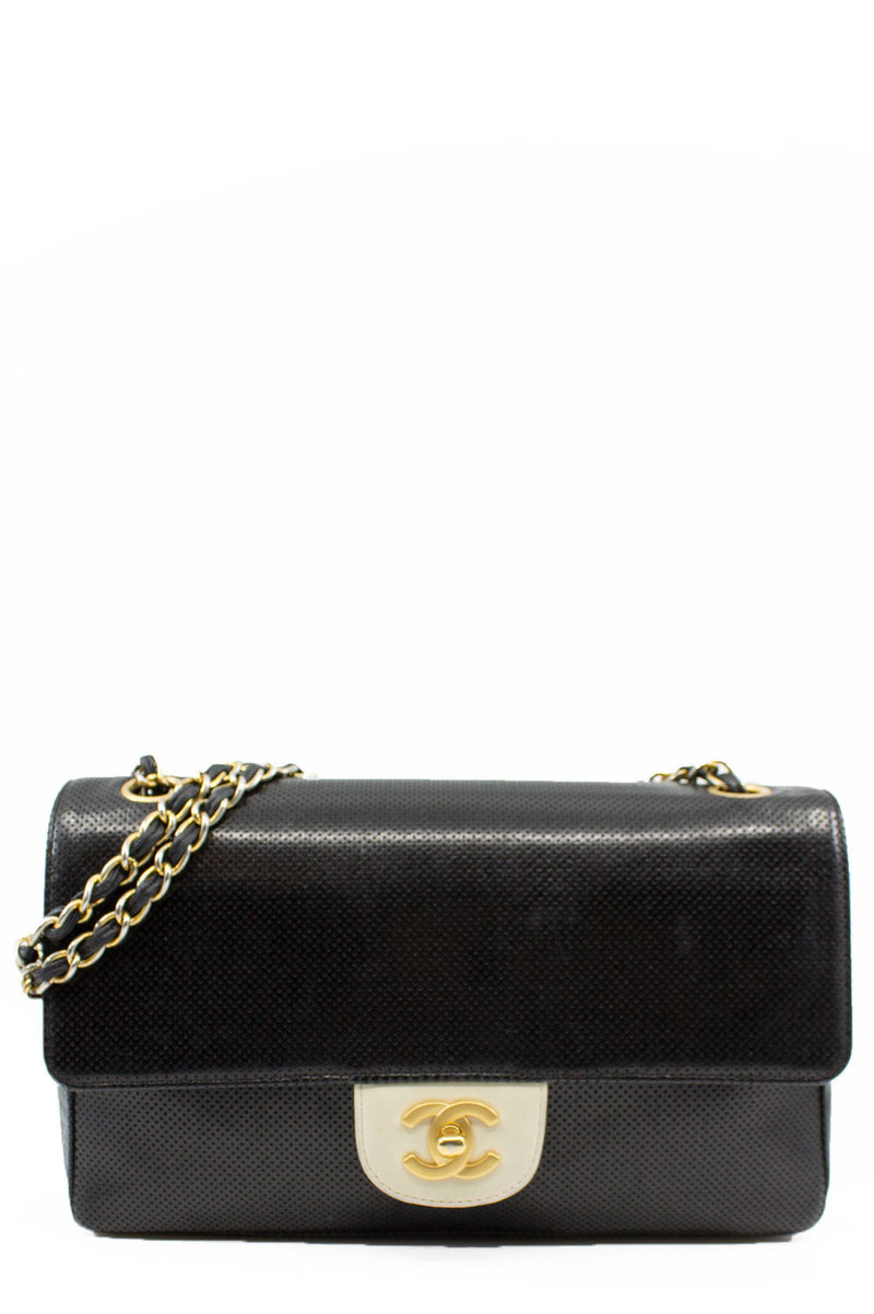 CHANEL Vintage Perforated Black Flap Bag Frontalansicht