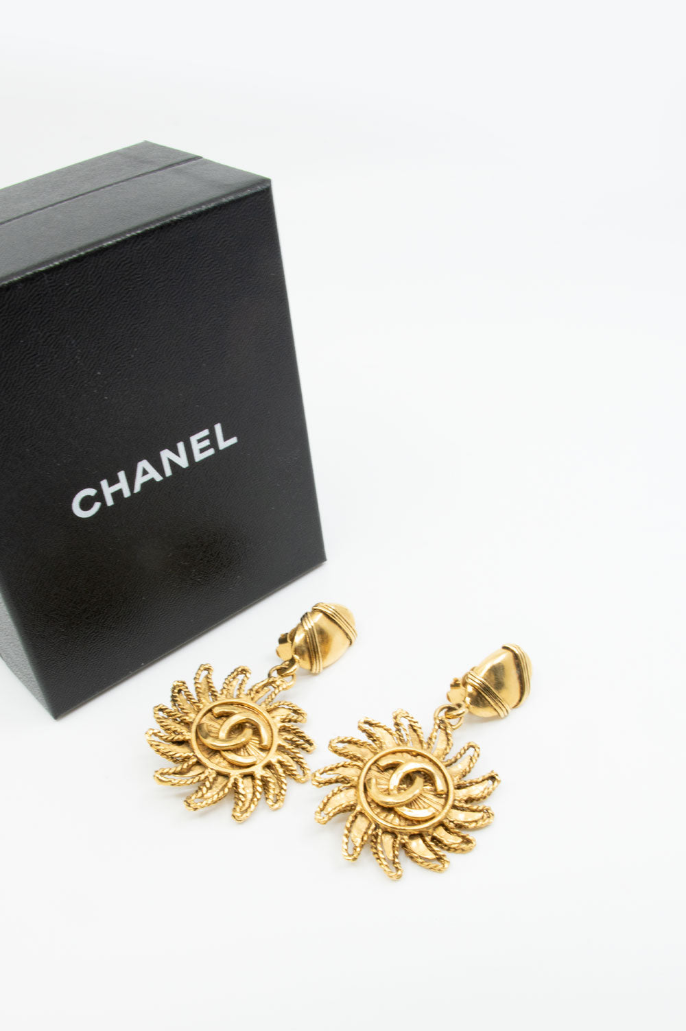 CHANEL Vintage Sun Dangle Earclips