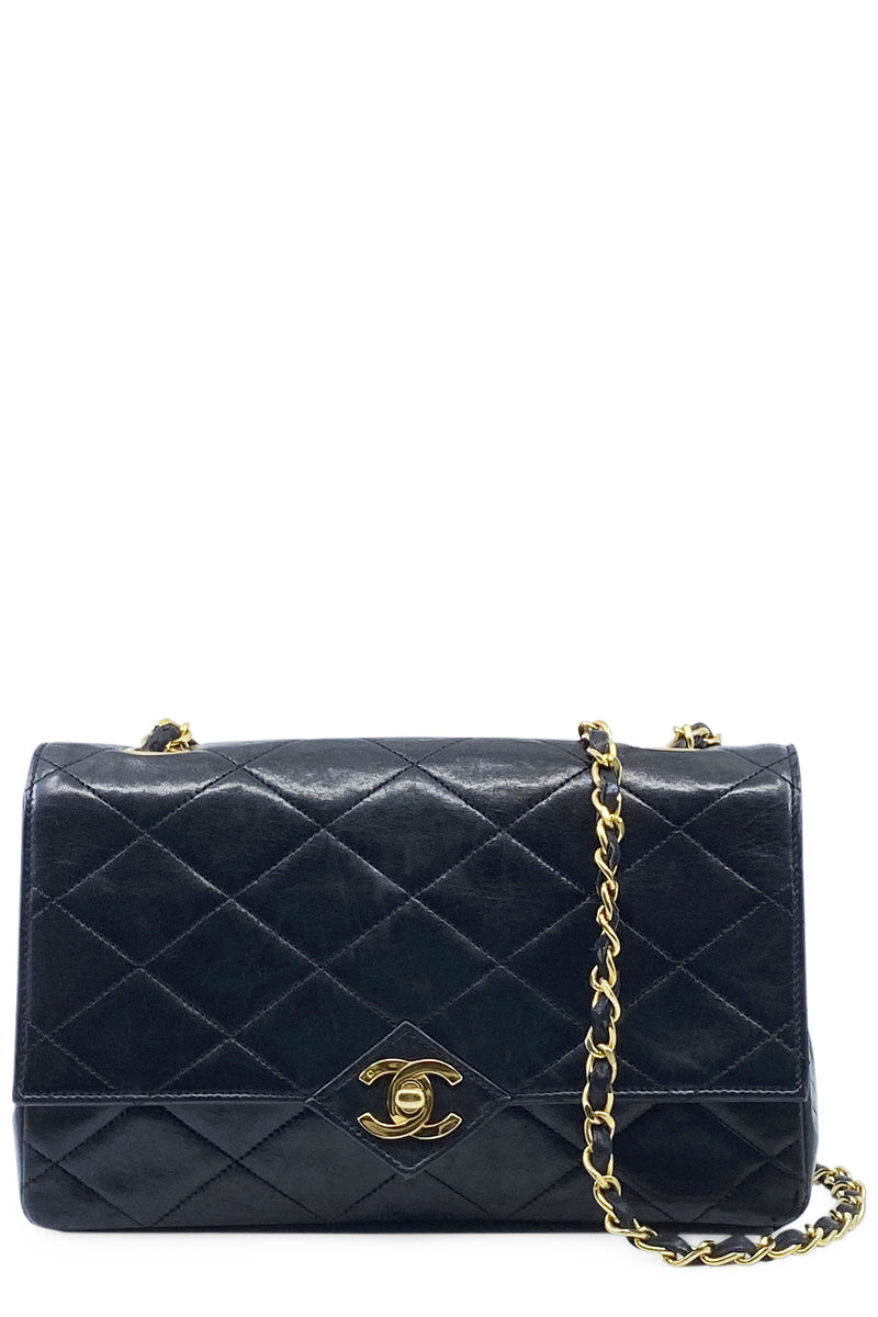 CHANEL Vintage Crossbody Flap Bag Black Frontansicht
