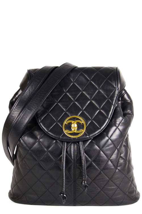 Chanel Vintage Backpack Black Frontansicht Gold Hardware