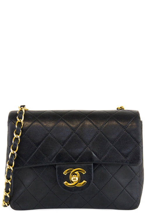 Chanel Vintage Mini Flap Bag Black Frontalansicht Gold Hardware