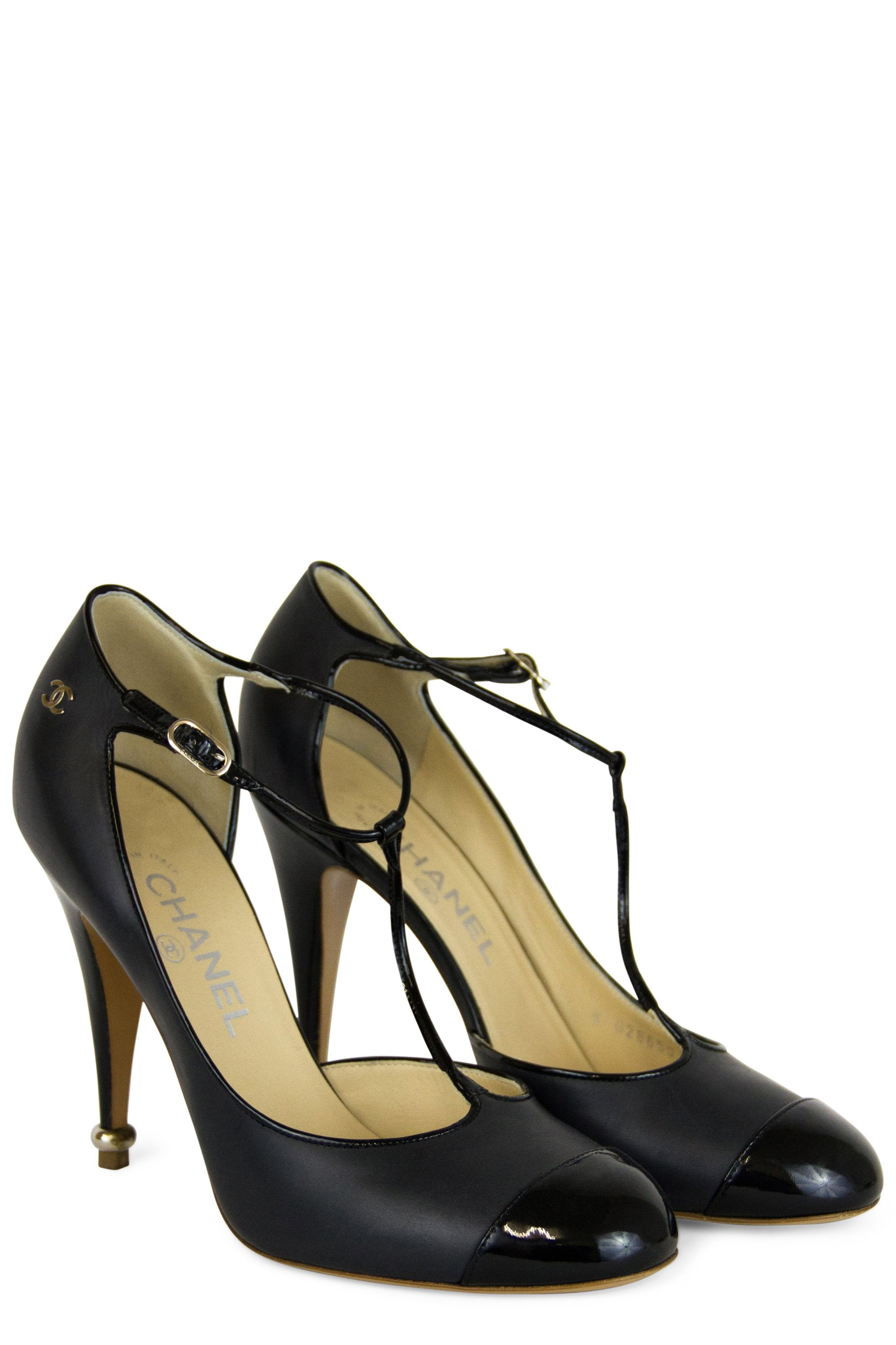Chanel Mary Jane Cap Toe T-Strap Pumps Seitenansicht