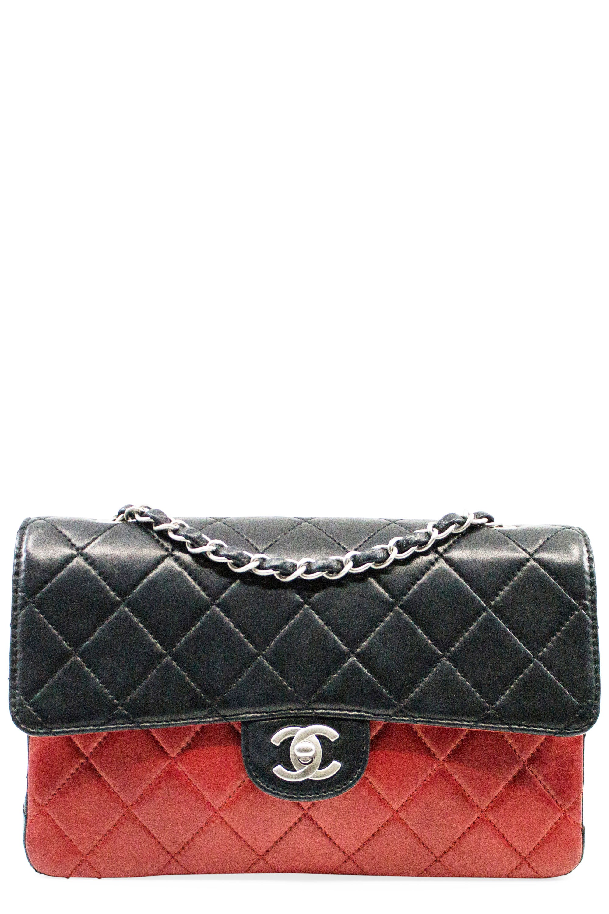 CHANEL Flap Bag Medium Red Black Frontalansicht Silber Hardware