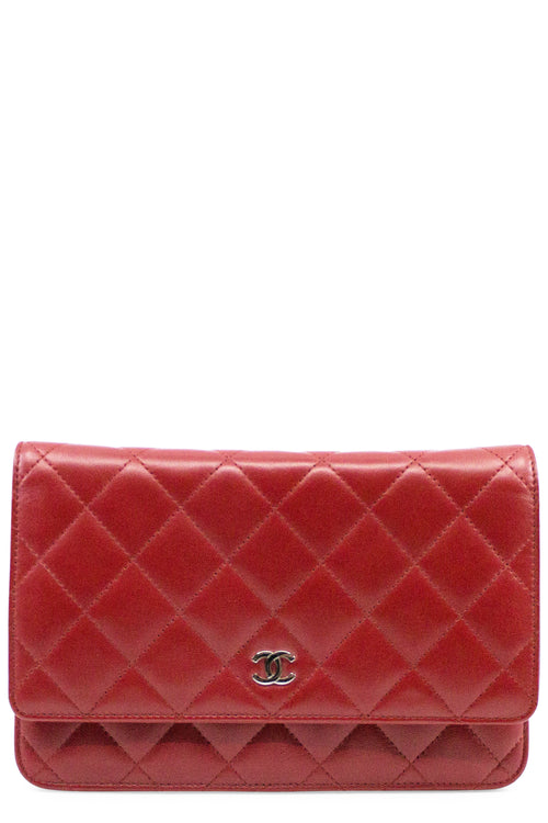 CHANEL WOC Red Wallet on Chain Frontalansicht Silber Hardware