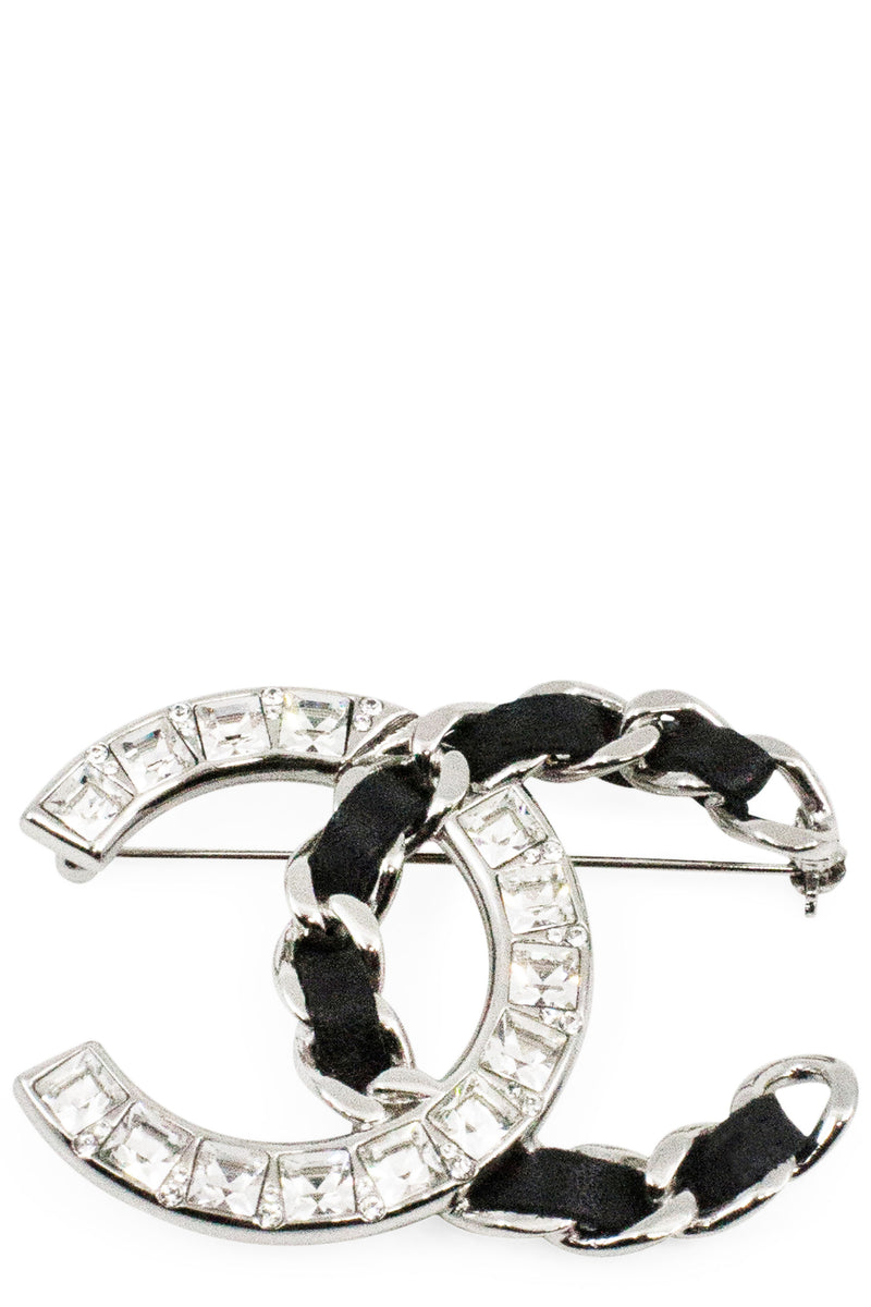 CHANEL Pin CC Silver & Black Leather Frontansicht
