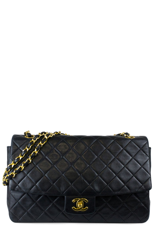 CHANEL Vintage Flap Bag Medium