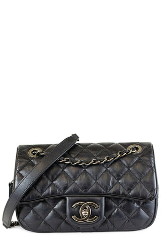 CHANEL Double Flap Bag Medium