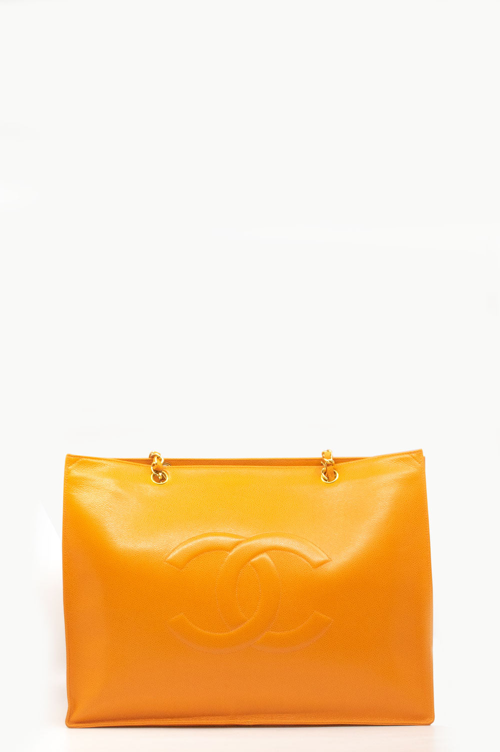 Chanel Shopper in orange.