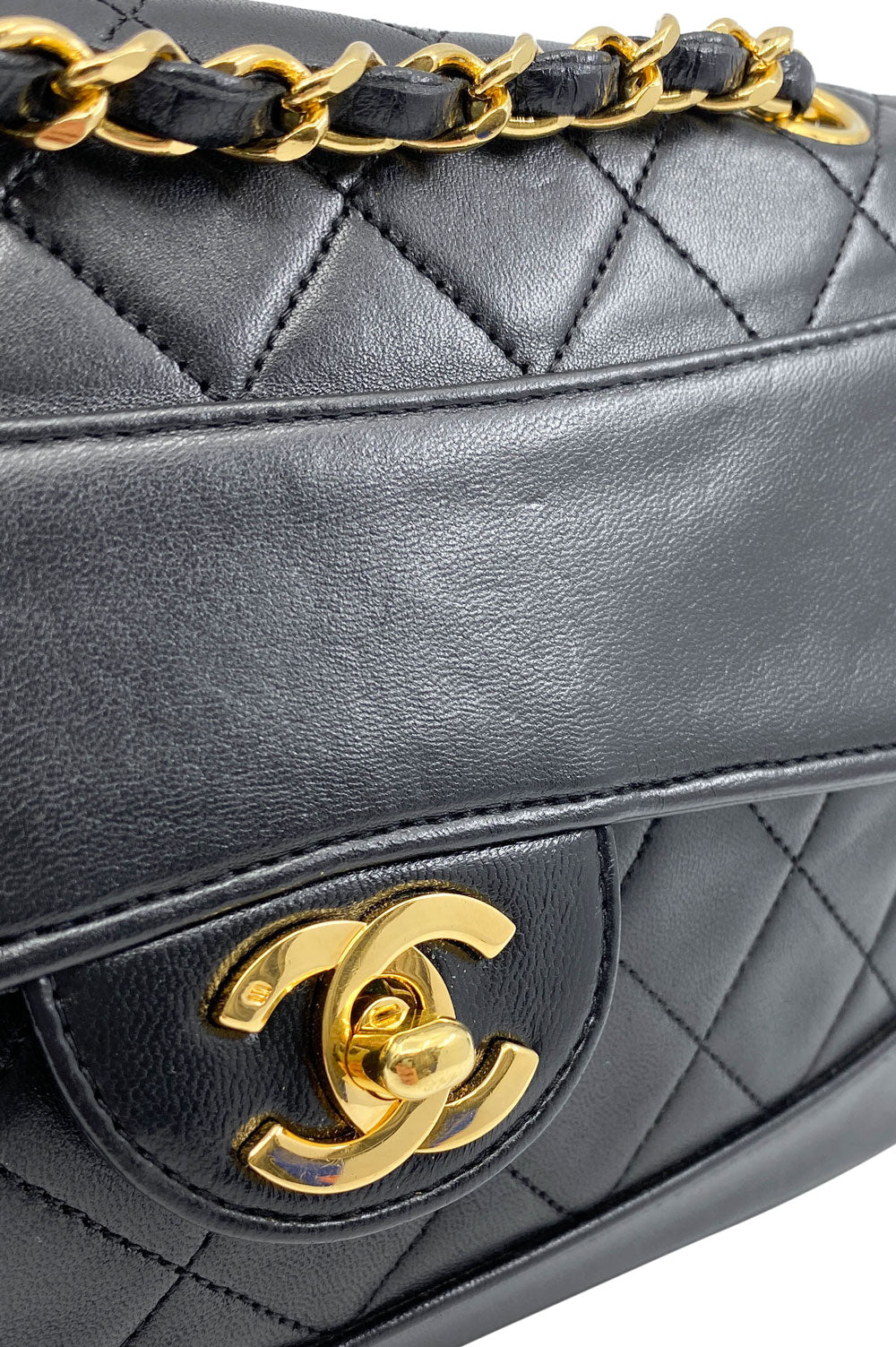 CHANEL Vintage Flap Bag Black