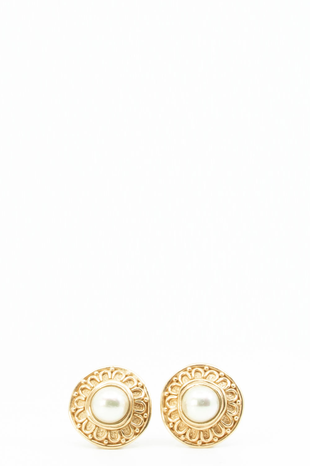 Christian Dior Vintage Earclips in gold.