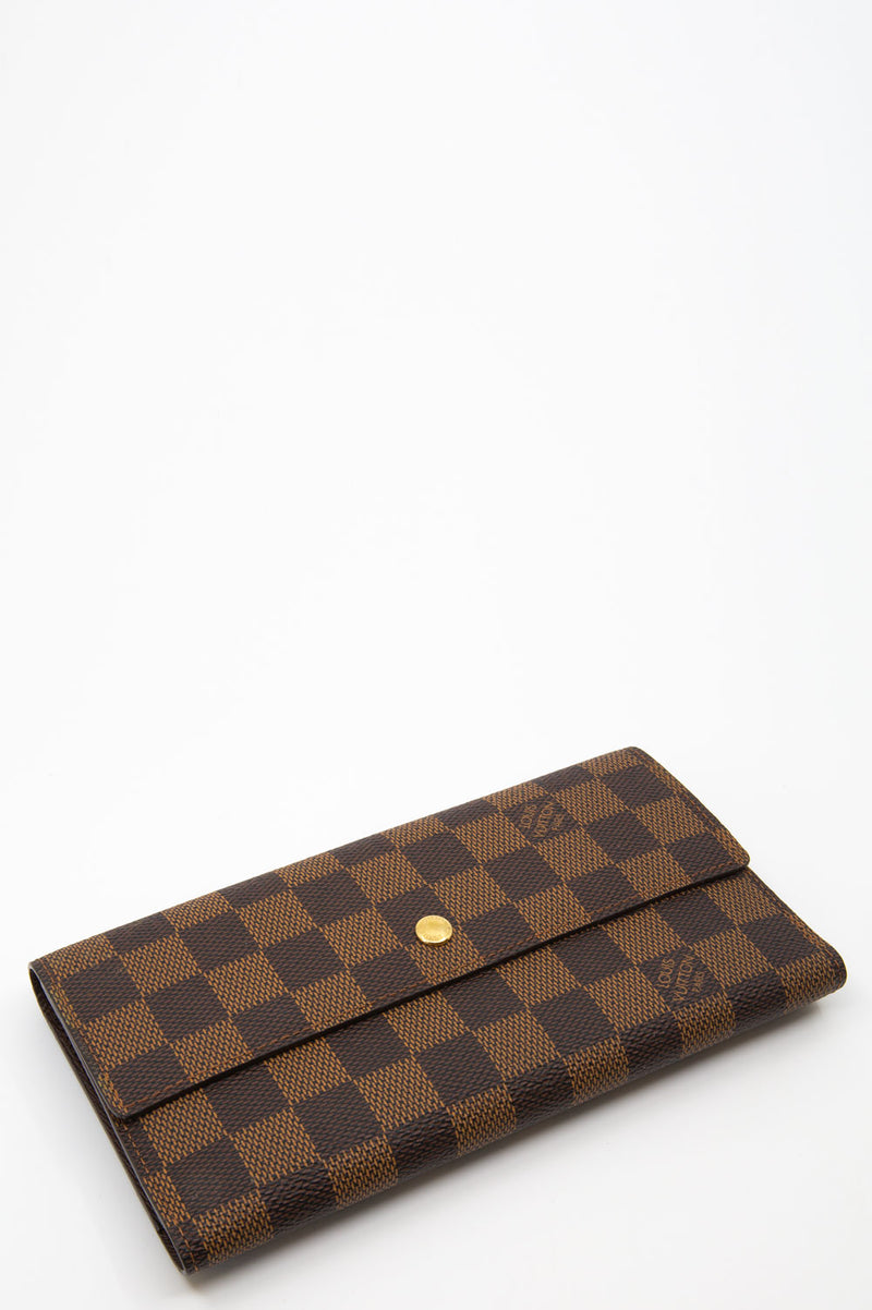 LOUIS VUITTON International Wallet in Damier Ebene Muster in Braun.