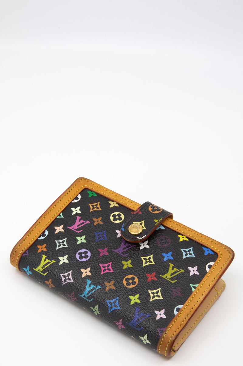 Louis Vuitton Viennois Wallet in Multicolore auf Schwarz.