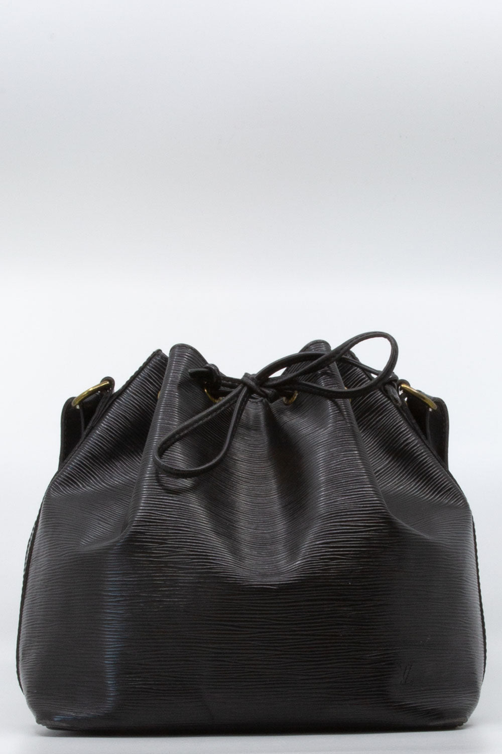 Louis Vuitton Petit Sac Noé in Schwarz mit goldener Hardware.