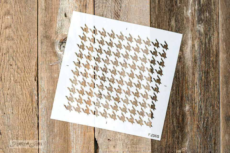 Houndstooth stencil by Funky Junk Interiors. Stencil this iconic pattern on either large furniture pieces to smaller projects! Available in two sizes / scales to suit!Houndstooth stencil TV tray redo with Funky Junk Interiors. Stencil this iconic pattern on either large furniture pieces to smaller projects! Available in two sizes / scales to suit!