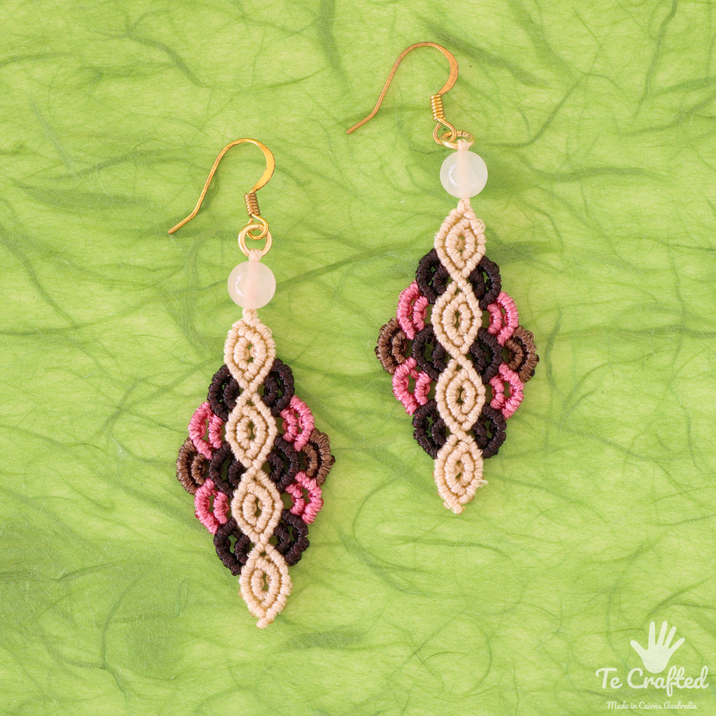 Colourful rhombus shaped macrame earrings pink