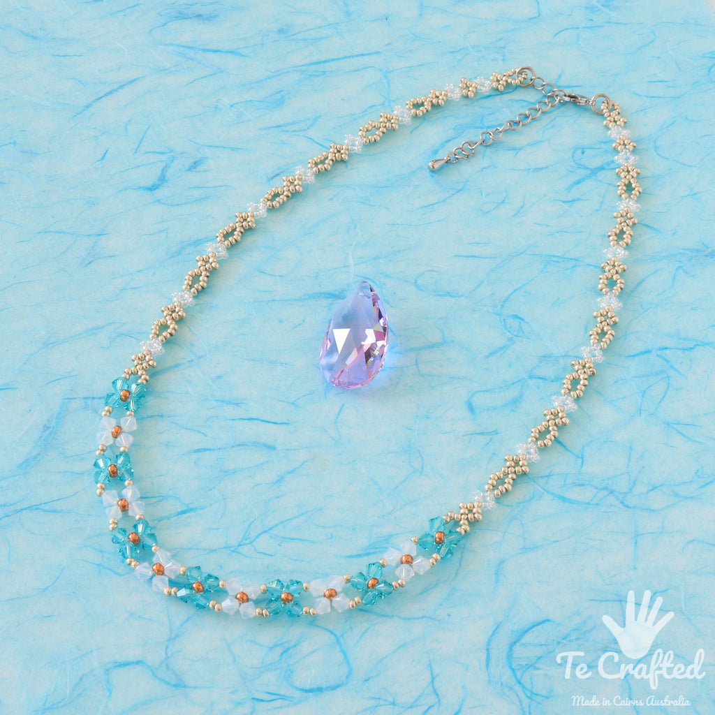 Beaded flat flower necklace light blue