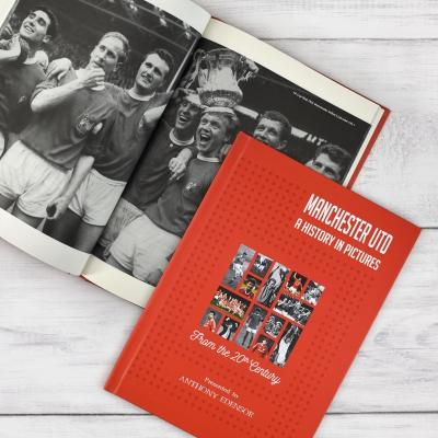 Manchester United: A History In Pictures - AzanatekSaver