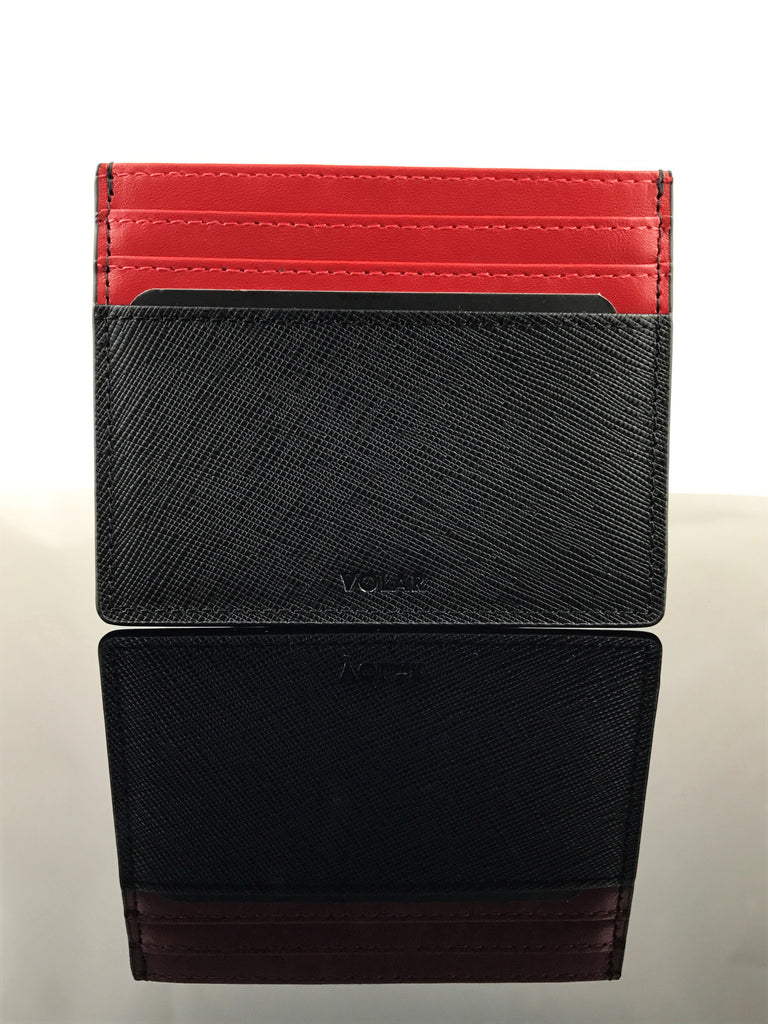 This Rosso Corsa cardholder and keychain accentuates its elegance with leather details and stitching.