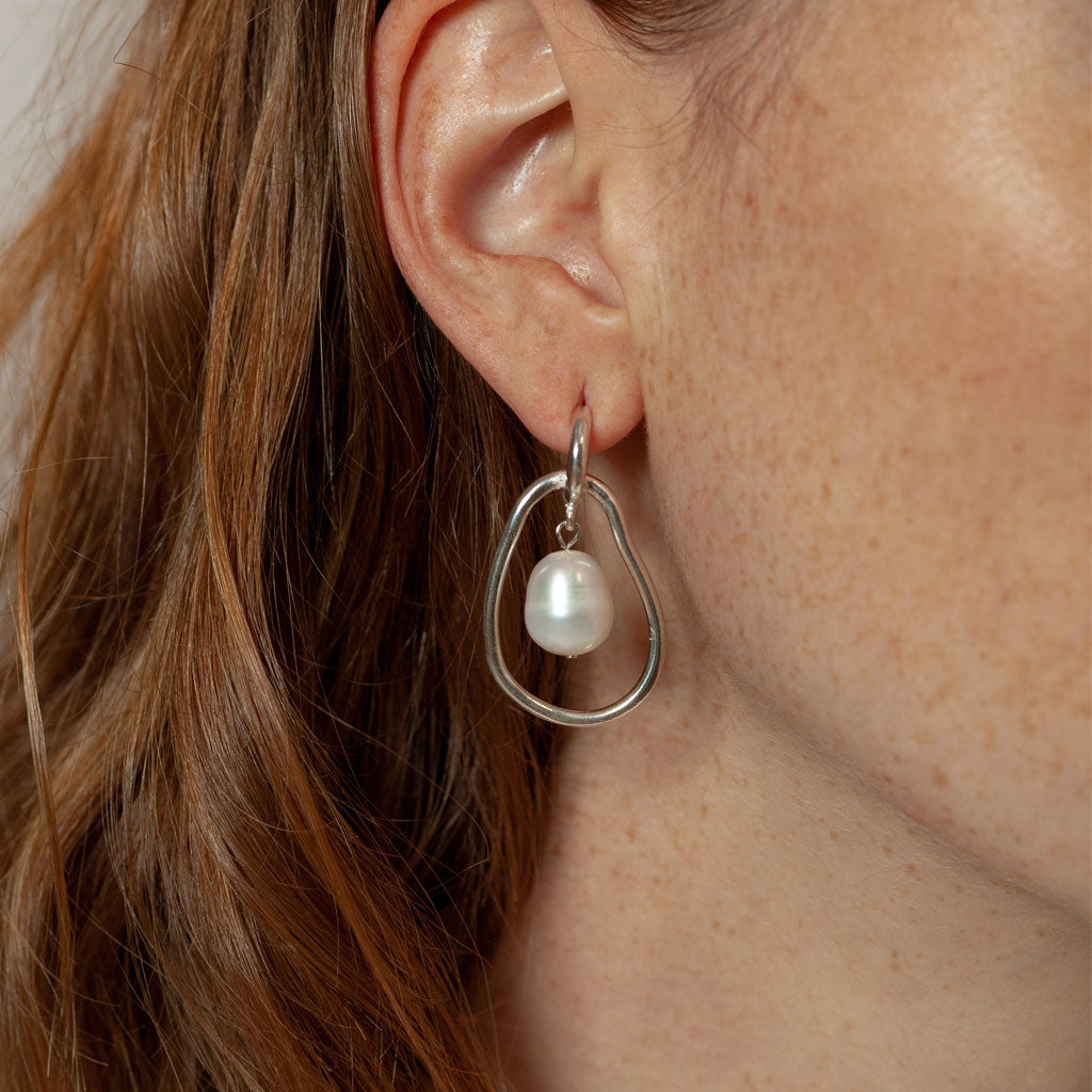 Wolf Circus - Constance Pearl Earrings - Silver