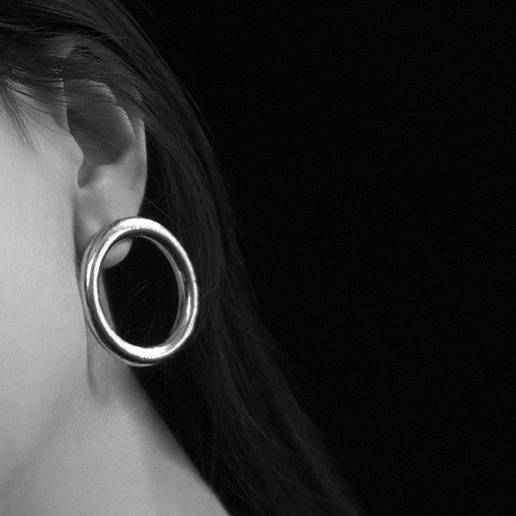 Common Muse - Lia Circle Earrings - Silver
