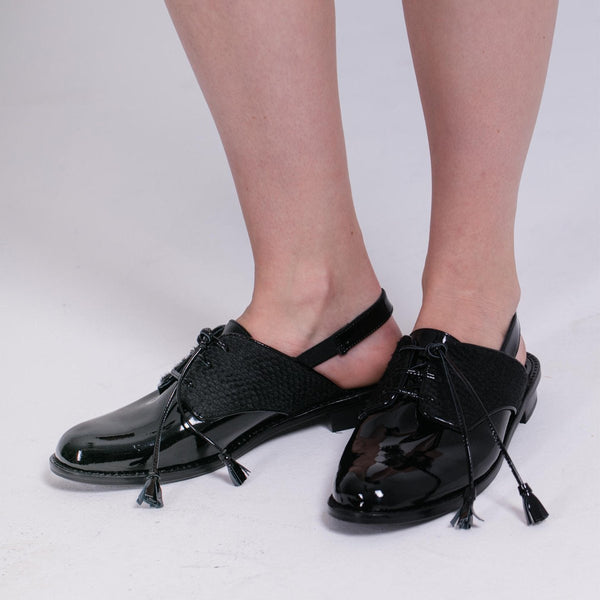 Black patent leather oxford shoes for woman