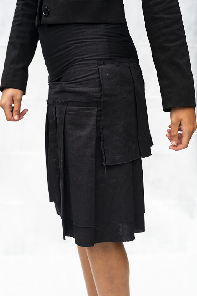 INDIGO 2 : LADIES SHORT FRAYED DETAIL SKIRT / BLACK