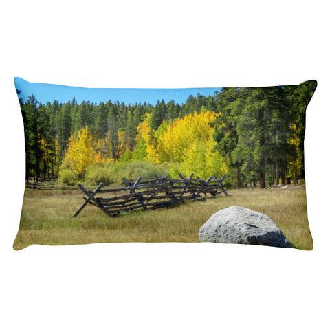 Mountain scene Throw Pillow