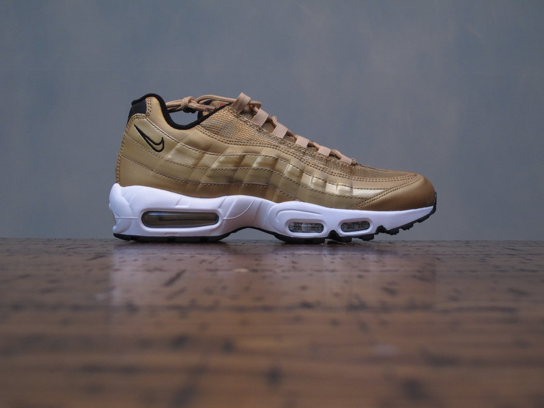 hot sale online 63a3d f6c36 Women s Nike Air Max 96 Gold DS