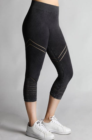 Vintage Cutout Capri Leggings