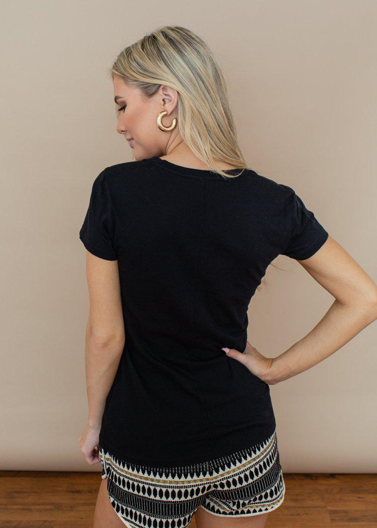 Bobi Basic Black Scoop Neck Tee-Hand In Pocket