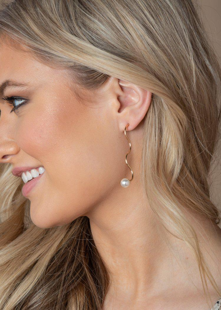 Kihei Curved Pearl Drop Earrings-Hand In Pocket