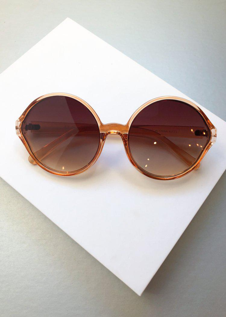 A.J. MORGAN Last Dance Round Champagne Sunnies-Hand In Pocket