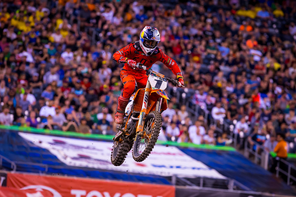 DUNGEY RECLAIMS POINTS LEAD WITH A BIG VICTORY AT PENULTIMATE ROUND OF AMA SUPERCROSS CHAMPIONSHIP