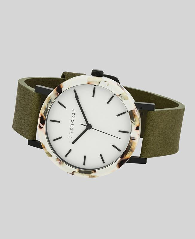 THE HORSE | RESIN -  NOUGAT SHELL / WHITE DIAL / OLIVE LEATHER