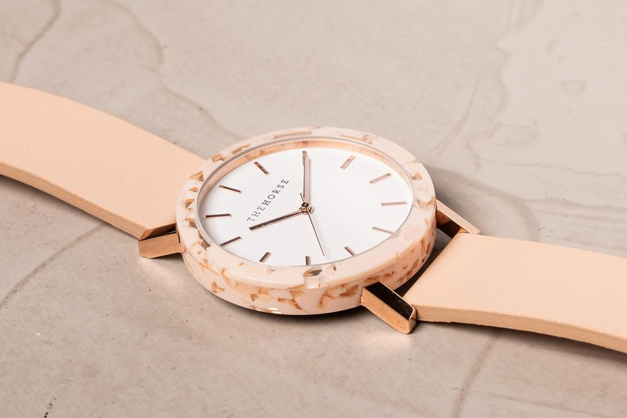 THE HORSE | RESIN - PEACH SPECKLE / WHITE DIAL /  VEGTABLE TAN